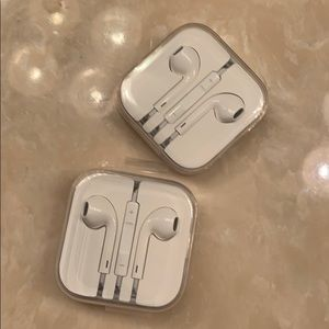 2 brand New Apple headphones for iPhone 6 or 6s